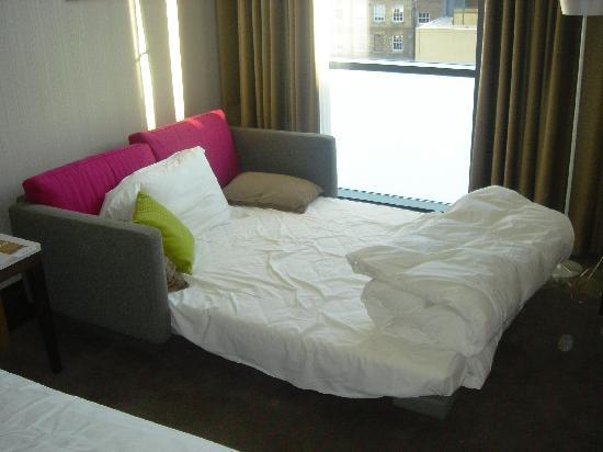 decoracao kitnet casal:sofá-cama: fotografía de Radisson Blu Royal Hotel, Dublin, Dublín