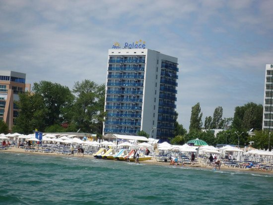 Palace Hotel: hotel view from beach