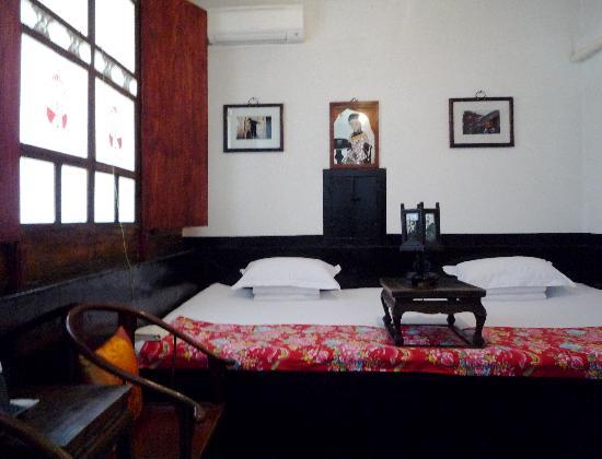 Pingyao Yide Hotel: Cama tradicional