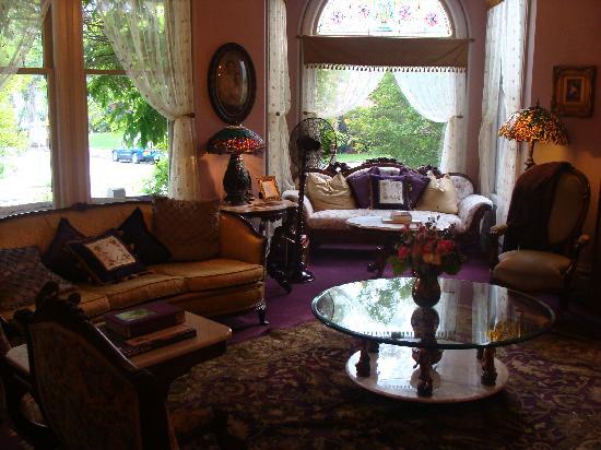 La Belle Epoque: Living Room