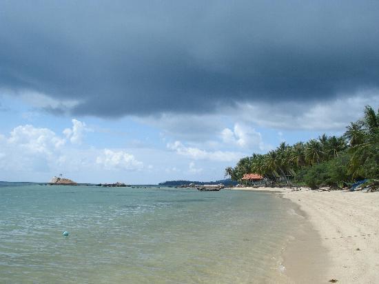 คุ้กกี้ บังกะโลว์: Neighboring beach