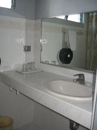Fuente Pension  House: Suite Room 221 bathroom