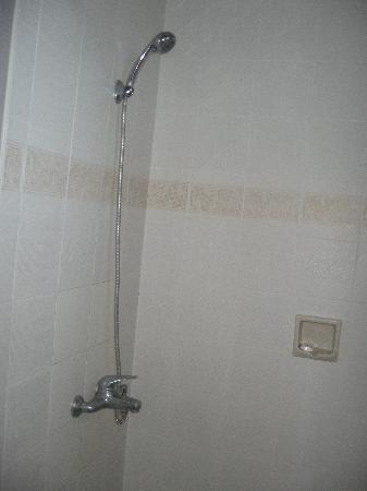 Fuente Pension  House: Suite Room shower