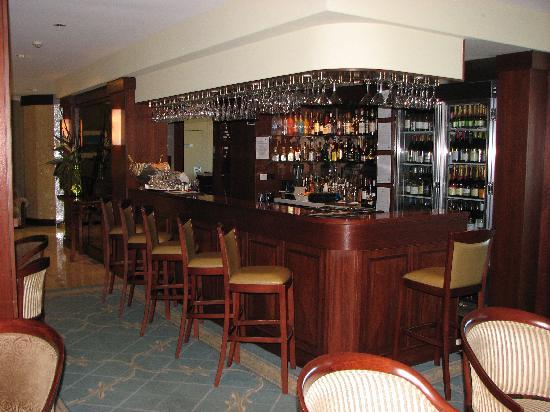 Quality Hotel Noah's On the Beach: The bar