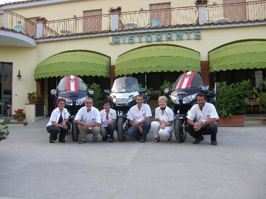 Hotel Reginella: unsere Gruppe vor dem Hotel