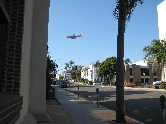 Hotel Occidental: Plane landing, view from down the street