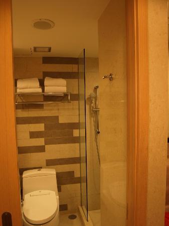 Holiday Inn Resort Baruna Bali : Superior room's bathroom