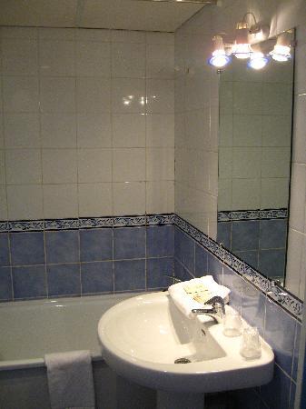 Hotel Le Patti : la salle de bains.