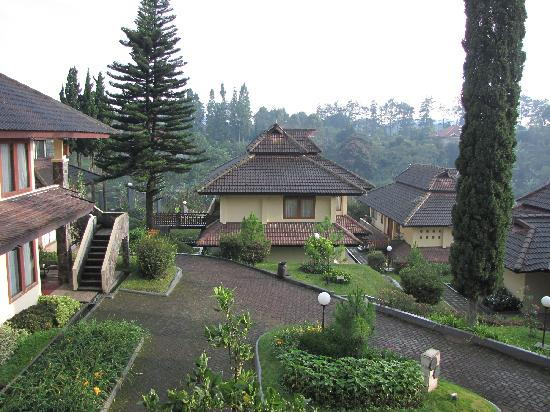 Puteri Gunung Hotel: Most of the rooms are in buildings like this