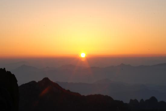 Mt. Huangshan (Yellow Mountain): Beautiful 4:37 Huang Shan Sunrise