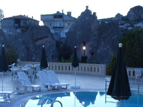 Burcu Kaya Hotel: Burcu Kaya -view across the pool