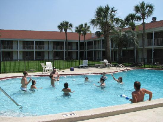 Super 8 by Wyndham Lake City: The kids relaxing in the pool