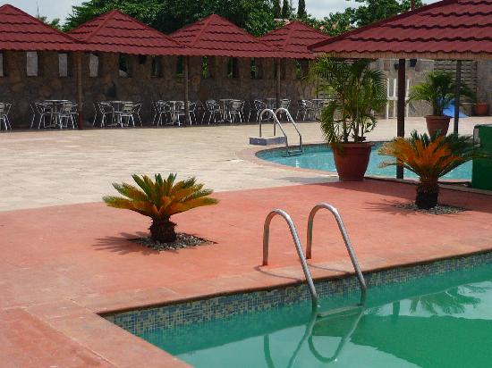 Mediterranean Hotel: Poolside