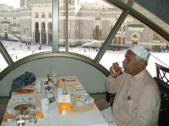 Hilton Makkah: my dad (v wer havin breakfast in hilton)
