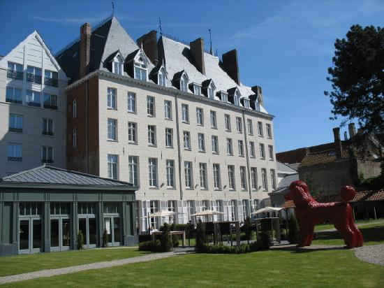 Hotel Dukes' Palace Bruges: Façade arrière avec le jardin