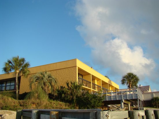 Quality Inn and Suites: View from the private beach