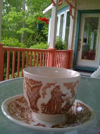Lincolnville, Мэн: Coffee on the Front Porch