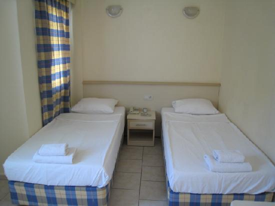 Merve Apartments: Bedroom