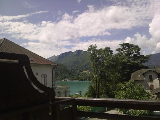 Logis La Charpenterie : Vue sur le lac d'Annecy