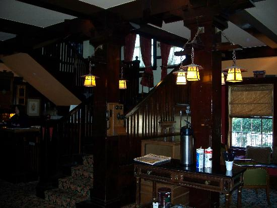 Glen Tavern Inn: 3 Story Original Staircase
