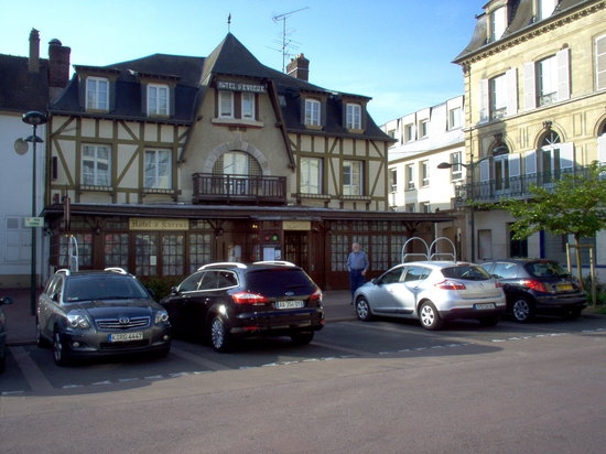 Vernon, Frankrike: Hotel front and entrance