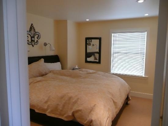 Auberge Sonoma: bedroom 1 (right before we left)