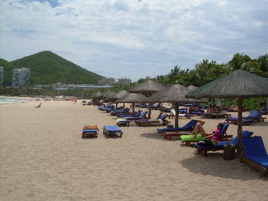 รีสอร์ท อินไทม์ ซานย่า: Dadonghai Bay Beach in front of Resort Intime