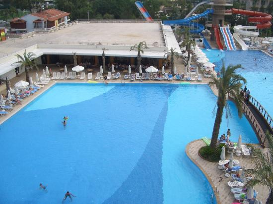 Queen Elizabeth Elite Suite Hotel & Spa: Swimming pools