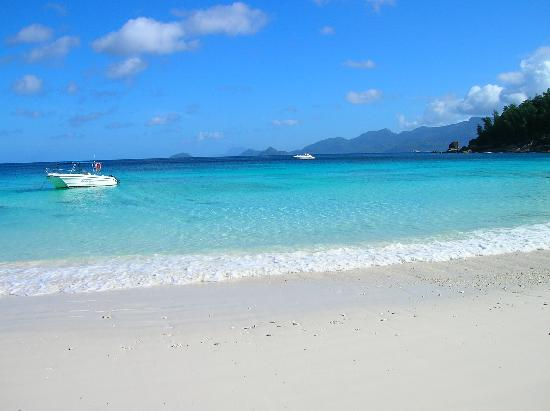Four Seasons Resort Seychelles: The beach