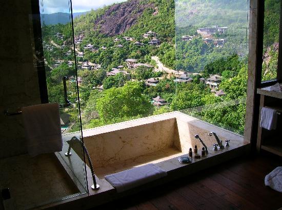 Four Seasons Resort Seychelles: View from tub