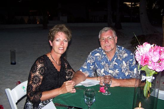 Las Terrazas Resort: Romantic candlelight dinner on the beach