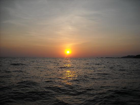 Picante Sailing Catamaran: Amazing sunset from Picante