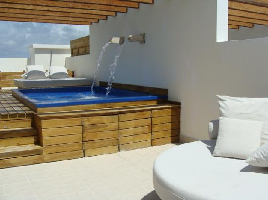Excellence Playa Mujeres: The sun deck & splash pool on the second floor of our room