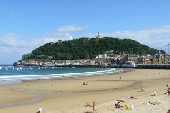 Pensión La Perla: beach 2