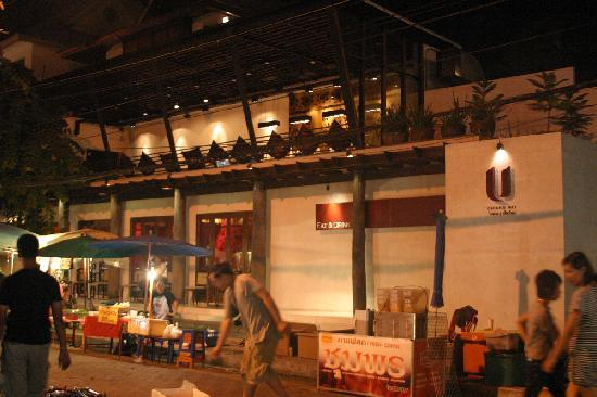 โรงแรมยู เชียงใหม่: U Chiang Mai in the midst of the Sunday Market