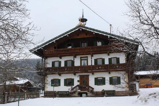 Pfitscherhof: house front winter