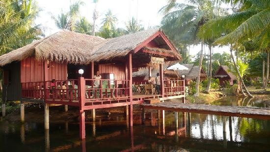 Suchanaree Bungalows: restaurant sunchanaree