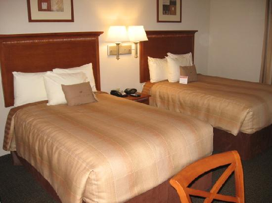 Candlewood Suites Richmond Airport : Beds