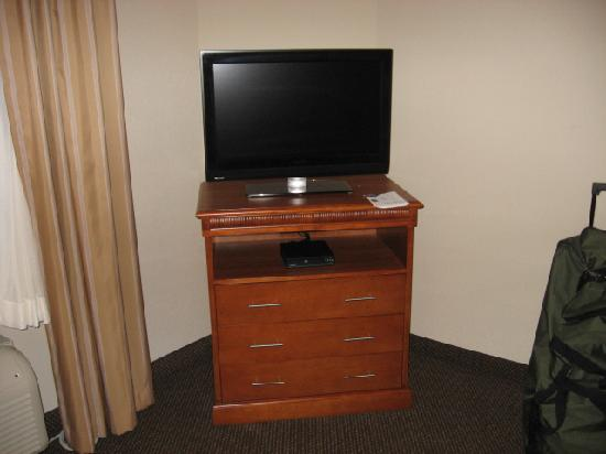 Candlewood Suites Richmond Airport : Flat screen TV