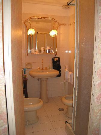 B&B Armonia All'Opera: Puccini suite bathroom