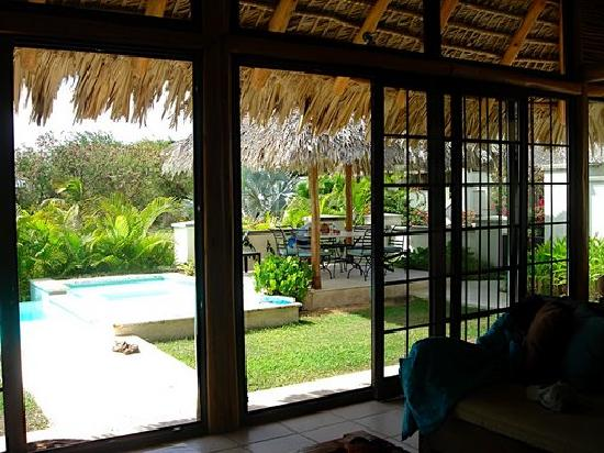 Cotton Ground, île de Nevis : view out of living room