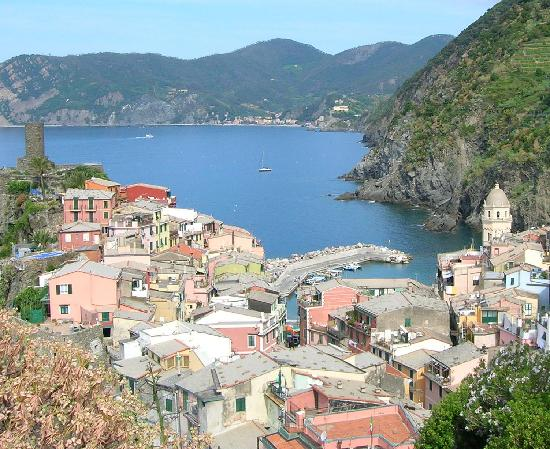 Albergo Barbara: Vernazza on hike to Corniglia
