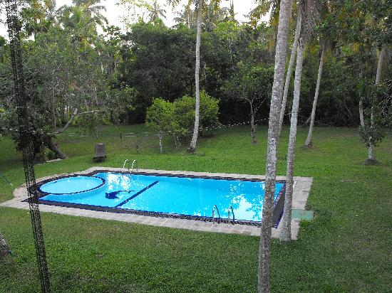 Suhada Villa: Pool