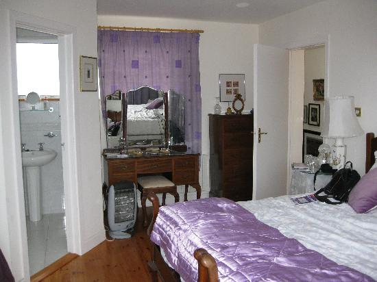 Cornerville B&B: Our spacious room
