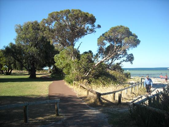 Whalers Cove Villas: Whalers Cove path to beach