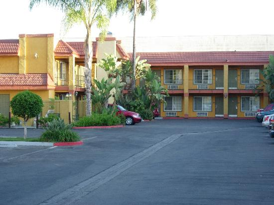 Anaheim Express Inn: Our room was shoved in the left corner