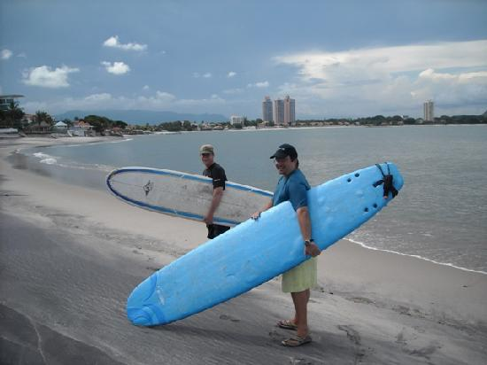Coronado Beach Bed & Breakfast: our surfing teachers Mark and Mark