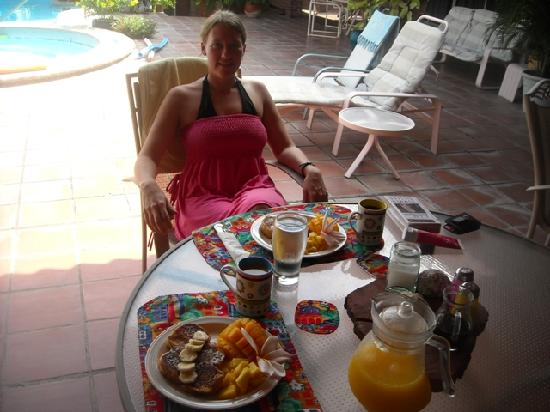 Coronado Beach Bed & Breakfast: wonderful breakfast!!!