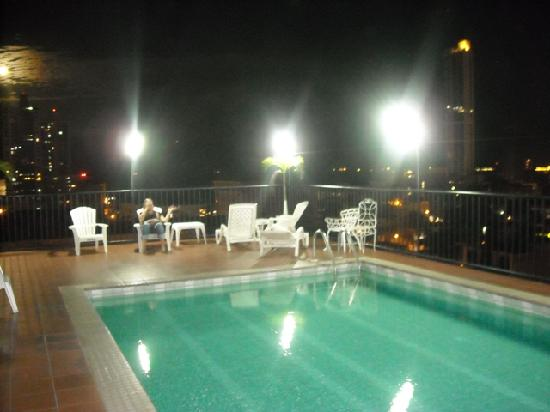 Hotel Costa Inn: the pool on the 6th floor