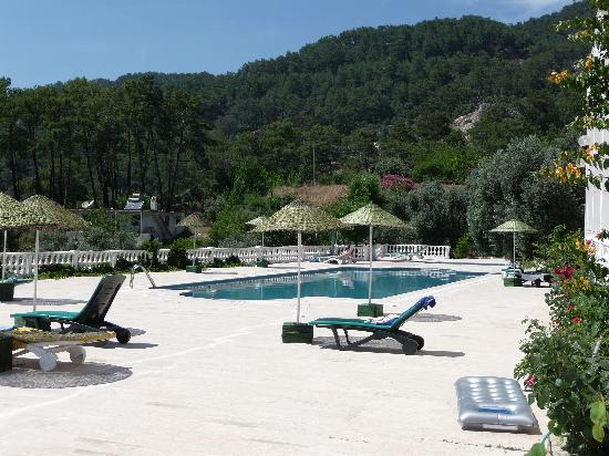 Koycegiz, تركيا: Pool mit großer Terrasse